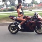 Мацка на мотор (Chick on a bike)